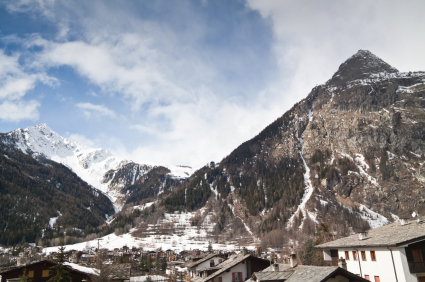 Hotel Courmayeur - Italy holiday guide of hotel bed and breakfast residence chalet to stay in Courmayeur.