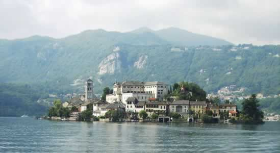 Hotel Lake Orta Italy - Holiday guide of Hotel Bed and Breakfast Residence Farmhouse to stay in Lake Orta.