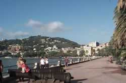Rapallo holidays on line sea beach hotels bed breakfast residence villas self-catering accommodation.