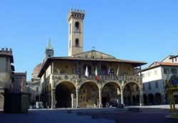 Hotel San Giovanni Valdarno Italy. Hotel Bed and Breakfast Residence Farmhouse booking guide to stay in San Giovanni Valdarno.